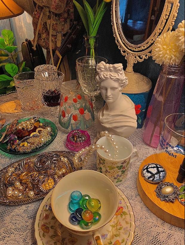 Lạc vào thế giới nghệ thuật với căn phòng DreamRoom của cô gái Đà Lạt: Nhìn thì màu mè nhưng lại chất phết - Ảnh 6.