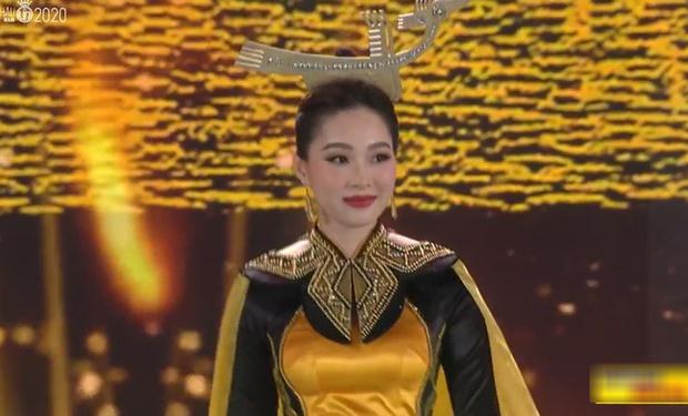 Đặng Thu Thảo bùng nổ trên sân khấu HHVN 2020: Lần đầu dự sự kiện sau khi lấy chồng, ảnh livestream và cam thường xuất sắc - Ảnh 3.