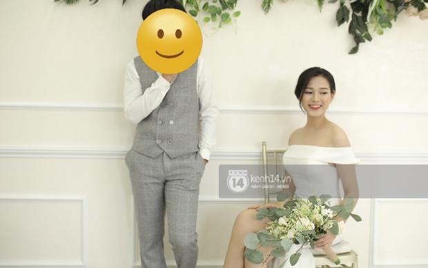 Lộ ảnh cưới của tân Hoa hậu Việt Nam Đỗ Thị Hà trước khi đăng quang, tạo dáng tình tứ bên trai lạ? - Ảnh 2.
