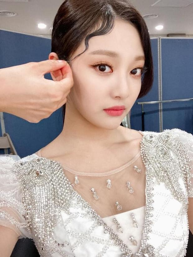 aespa vừa debut đã bị la ó phân biệt đối xử khi cố tình makeup nhạt nhòa cho 1 thành viên - Ảnh 5.