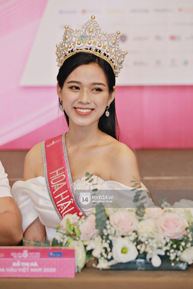 Bộ ảnh đọ sắc nét căng đầu tiên của Top 3 Hoa hậu Việt Nam 2020: Tân Hoa hậu Đỗ Thị Hà bất ngờ bị Á hậu 2 Ngọc Thảo giật spotlight! - Ảnh 4.