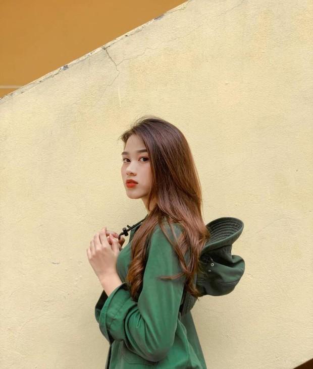 Hành trình nhan sắc thay đổi chóng mặt của Hoa hậu Đỗ Thị Hà từ cấp 1 cho đến lúc lên Đại học - Ảnh 9.