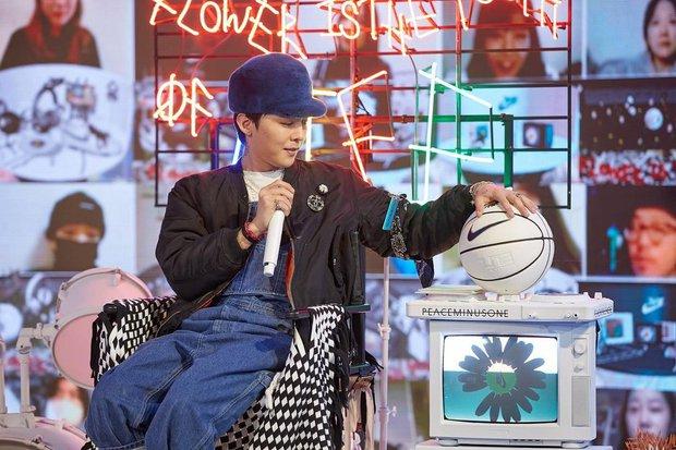 G-Dragon comeback cực ngầu tại sự kiện đầu tiên hậu xuất ngũ, nhưng sao gương mặt và sống mũi lại kì kì thế này? - Ảnh 4.