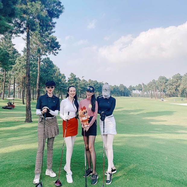 Hà Lade và vợ Tuấn Hưng đụng độ trên sân golf: Ai chơi giỏi hơn chưa biết nhưng đều xinh rồi đó - Ảnh 2.