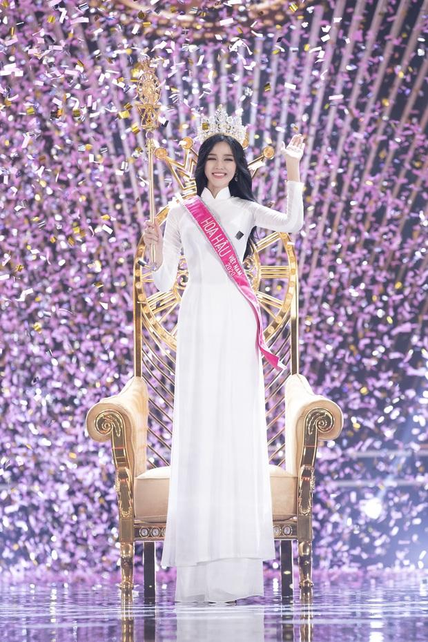 Nhan sắc và tất tần tật về Tân Hoa hậu Việt Nam 2020 Đỗ Thị Hà: Sinh viên ĐH Kinh tế Quốc dân chân dài kỉ lục 1m11, body nóng bỏng tay - Ảnh 2.