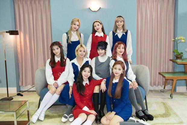 30 nhóm nhạc hot nhất Kpop: TWICE thăng hạng mạnh mẽ, IZ*ONE lọt top bất chấp gian lận, BTS giậm chân tại chỗ - Ảnh 3.