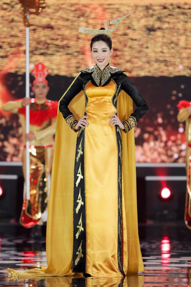 Bức ảnh hot nhất đêm qua: 5 Hoa hậu của thập kỷ hội tụ chung khung hình, thần tiên tỷ tỷ Đặng Thu Thảo lu mờ cả dàn mỹ nhân - Ảnh 4.