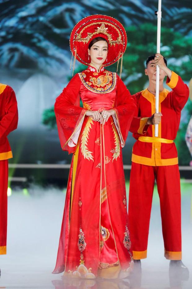 Bức ảnh hot nhất đêm qua: 5 Hoa hậu của thập kỷ hội tụ chung khung hình, thần tiên tỷ tỷ Đặng Thu Thảo lu mờ cả dàn mỹ nhân - Ảnh 6.