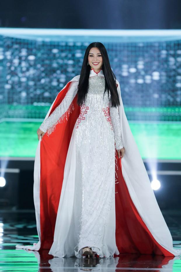 Bức ảnh hot nhất đêm qua: 5 Hoa hậu của thập kỷ hội tụ chung khung hình, thần tiên tỷ tỷ Đặng Thu Thảo lu mờ cả dàn mỹ nhân - Ảnh 7.