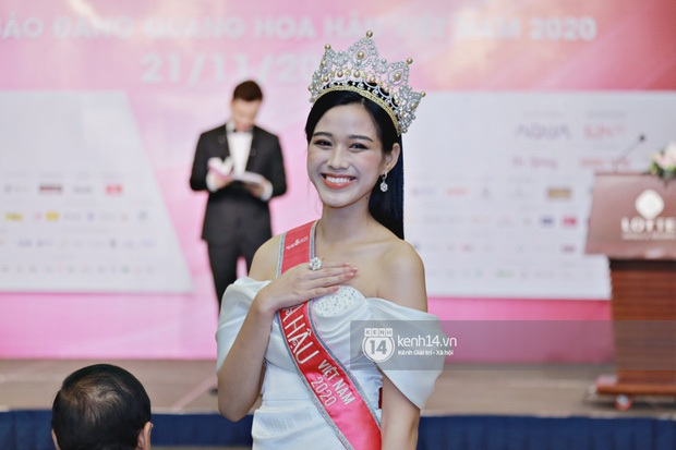 Lộ điểm thi Đại học của Hoa hậu Đỗ Thị Hà: Có cao như dân tình đồn đoán? - Ảnh 1.