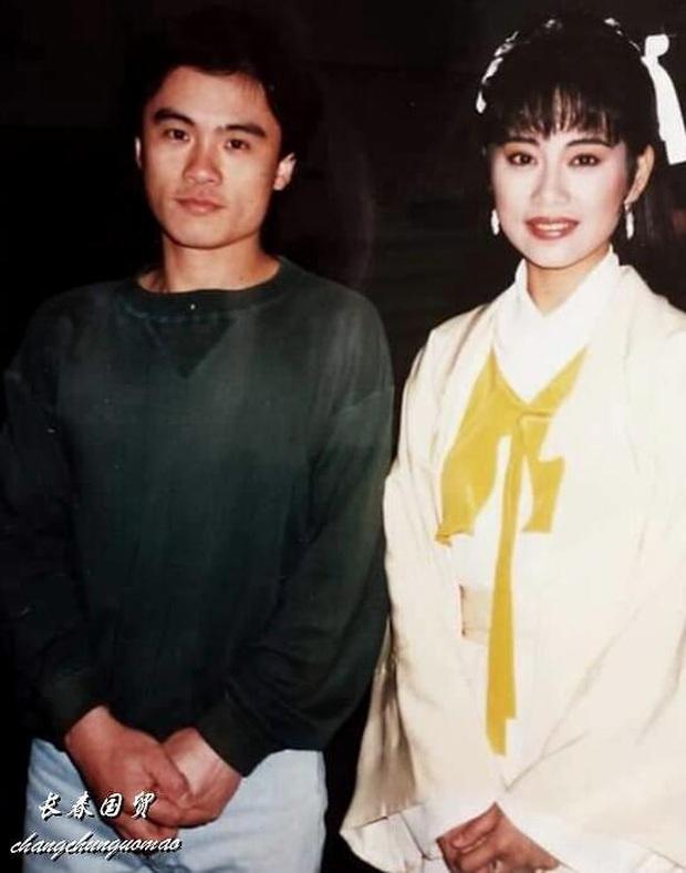 Fan nam số đỏ nhất Cbiz: Chụp cùng cả quân đoàn mỹ nhân đình đám Hong Kong, tiết lộ nhan sắc kinh diễm của dàn sao ngày ấy - Ảnh 16.