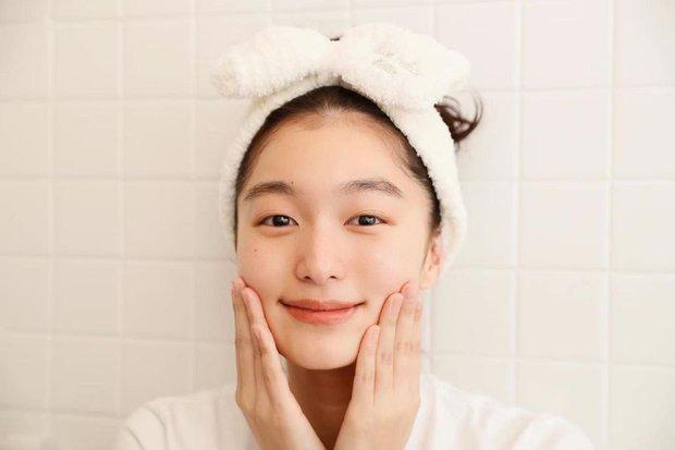 Để da căng mướt gấp 10 lần bình thường, phụ nữ Nhật có thêm chiêu chườm dầu chuyên được dùng trong mùa lạnh - Ảnh 3.