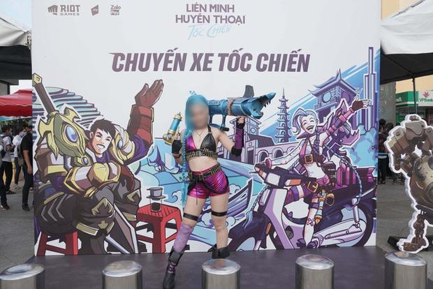 Ngoài phát cuồng vì thiên thần Minh Nghi, game thủ Tốc Chiến còn tranh cãi nảy lửa vì cosplayer Jinx - Ảnh 4.