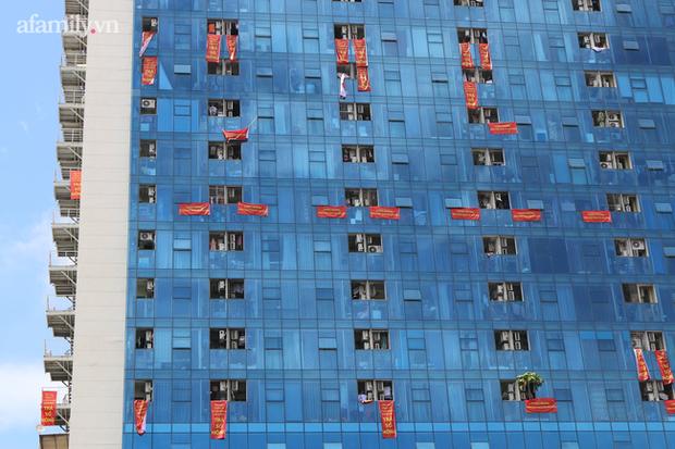 Hà Nội: Chung cư cao cấp 5 năm không được cấp sổ, tường nứt, nước ngấm làm mục sàn nhà, cư dân khốn khổ ở nhà mình mà như ở nhờ - Ảnh 5.