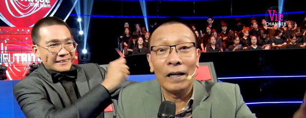 Clip: MC Lại Văn Sâm bị lây tính tăng động, tiết lộ lý do phải gọi Lại Văn Wy là... anh - Ảnh 3.