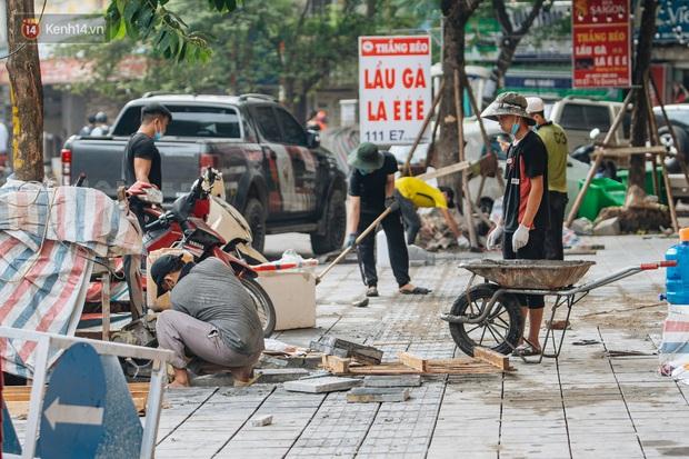 Nhiều tuyến phố Hà Nội lát đá thương hiệu 70 năm đã hư hỏng nghiêm trọng: KTS chỉ ra 4 nguyên nhân chính - Ảnh 8.