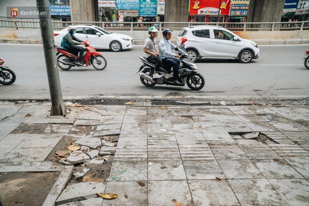 Nhiều tuyến phố Hà Nội lát đá thương hiệu 70 năm đã hư hỏng nghiêm trọng: KTS chỉ ra 4 nguyên nhân chính - Ảnh 1.