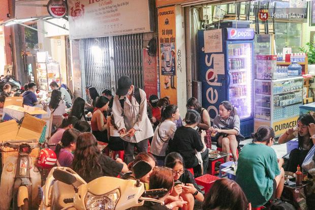 """""""Thâm cung bí sử"""" 2 hàng bánh mì chảo hot nhất giữa trung tâm Sài Gòn, khách đến lần đầu 90% đều không nhận ra đâu mới là bản gốc? - Ảnh 3."""