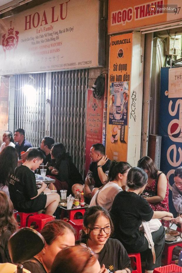 """""""Thâm cung bí sử"""" 2 hàng bánh mì chảo hot nhất giữa trung tâm Sài Gòn, khách đến lần đầu 90% đều không nhận ra đâu mới là bản gốc? - Ảnh 19."""