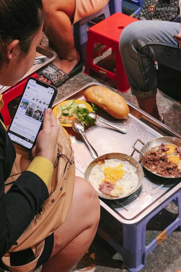 """""""Thâm cung bí sử"""" 2 hàng bánh mì chảo hot nhất giữa trung tâm Sài Gòn, khách đến lần đầu 90% đều không nhận ra đâu mới là bản gốc? - Ảnh 6."""