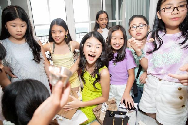Trương Ngọc Ánh và chồng cũ mở tiệc sinh nhật hoành tráng cho con gái, bé Bảo Tiên gây bất ngờ khi cao hơn cả Đoan Trang - Ảnh 6.