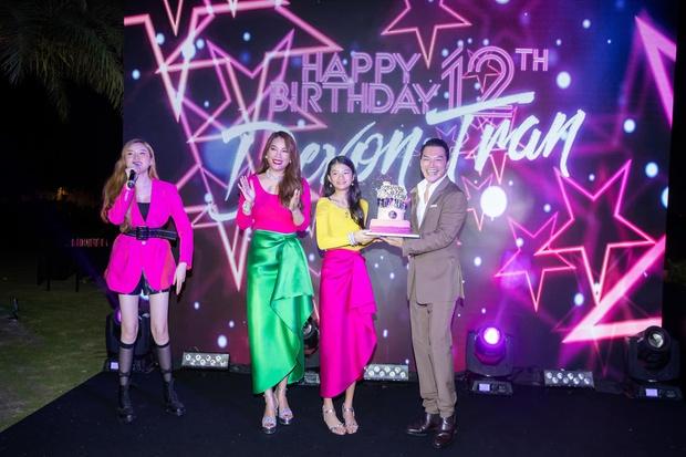 Trương Ngọc Ánh và chồng cũ mở tiệc sinh nhật hoành tráng cho con gái, bé Bảo Tiên gây bất ngờ khi cao hơn cả Đoan Trang - Ảnh 3.