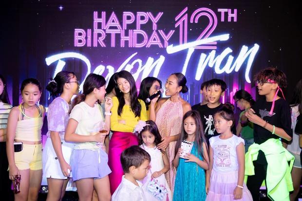 Trương Ngọc Ánh và chồng cũ mở tiệc sinh nhật hoành tráng cho con gái, bé Bảo Tiên gây bất ngờ khi cao hơn cả Đoan Trang - Ảnh 4.
