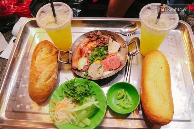 """""""Thâm cung bí sử"""" 2 hàng bánh mì chảo hot nhất giữa trung tâm Sài Gòn, khách đến lần đầu 90% đều không nhận ra đâu mới là bản gốc? - Ảnh 9."""