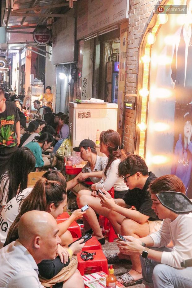 """""""Thâm cung bí sử"""" 2 hàng bánh mì chảo hot nhất giữa trung tâm Sài Gòn, khách đến lần đầu 90% đều không nhận ra đâu mới là bản gốc? - Ảnh 4."""