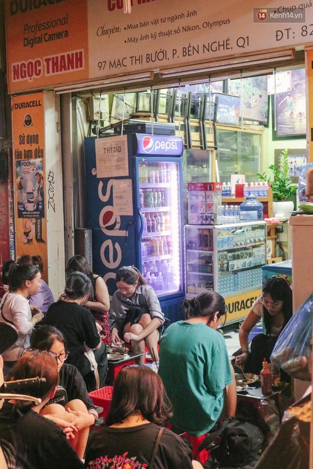 """""""Thâm cung bí sử"""" 2 hàng bánh mì chảo hot nhất giữa trung tâm Sài Gòn, khách đến lần đầu 90% đều không nhận ra đâu mới là bản gốc? - Ảnh 8."""