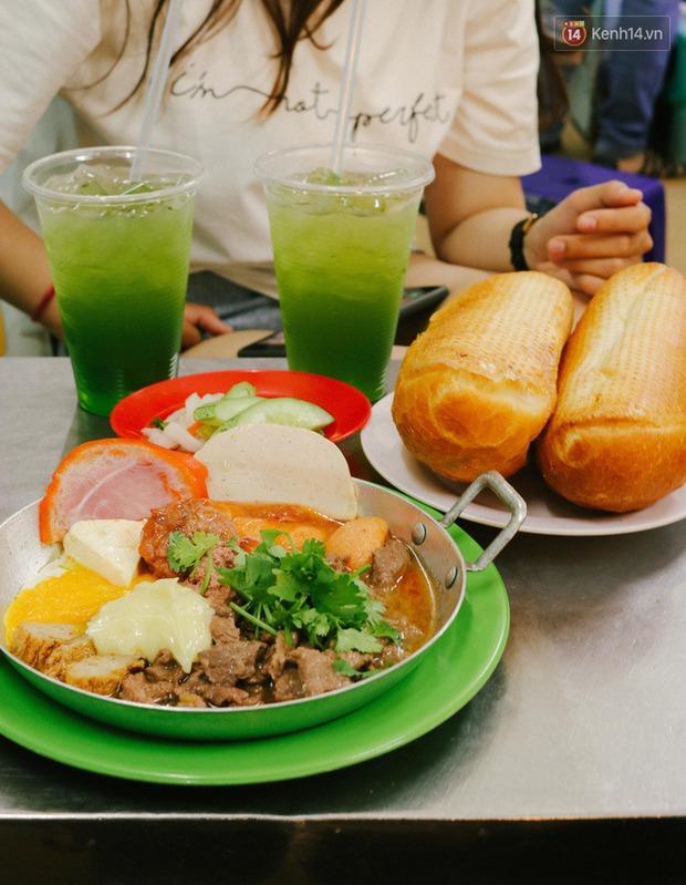 """""""Thâm cung bí sử"""" 2 hàng bánh mì chảo hot nhất giữa trung tâm Sài Gòn, khách đến lần đầu 90% đều không nhận ra đâu mới là bản gốc? - Ảnh 15."""