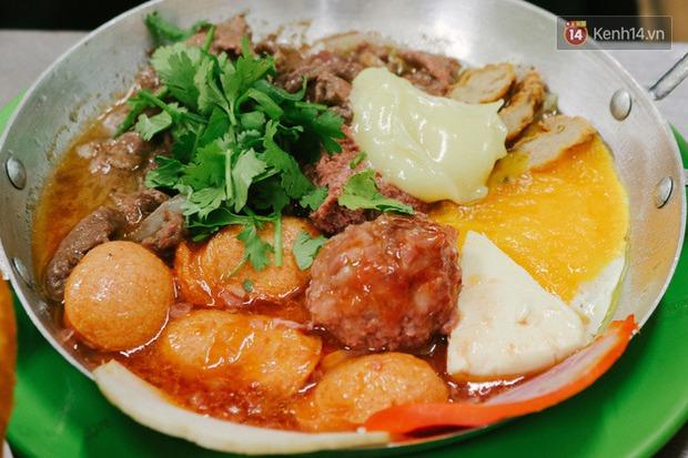 """""""Thâm cung bí sử"""" 2 hàng bánh mì chảo hot nhất giữa trung tâm Sài Gòn, khách đến lần đầu 90% đều không nhận ra đâu mới là bản gốc? - Ảnh 23."""