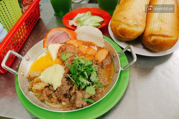 """""""Thâm cung bí sử"""" 2 hàng bánh mì chảo hot nhất giữa trung tâm Sài Gòn, khách đến lần đầu 90% đều không nhận ra đâu mới là bản gốc? - Ảnh 16."""