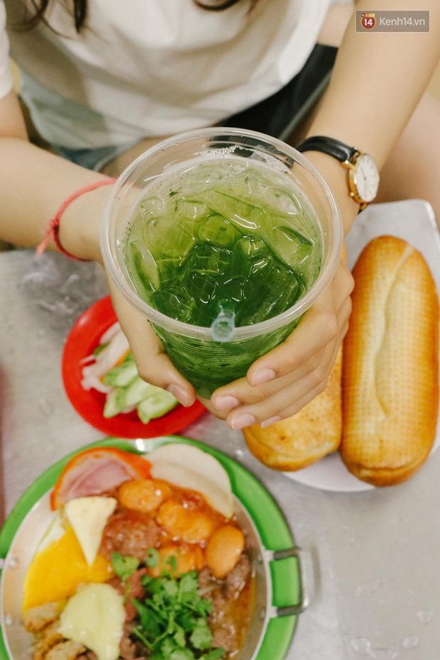 """""""Thâm cung bí sử"""" 2 hàng bánh mì chảo hot nhất giữa trung tâm Sài Gòn, khách đến lần đầu 90% đều không nhận ra đâu mới là bản gốc? - Ảnh 20."""