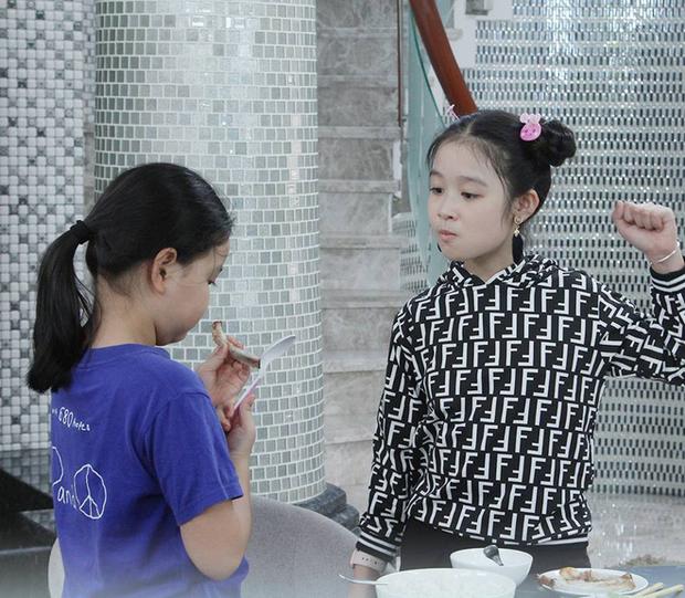 Tiểu mỹ nhân gây chú ý khi đọ sắc với loạt Hoa hậu, profile hoá ra cũng rất xịn sò - Ảnh 5.