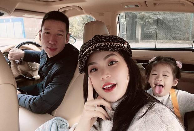 Á hậu Diễm Trang cuối cùng đã đưa con về Việt Nam, đoàn tụ với gia đình sau gần 1 năm xa cách vì Covid-19 - Ảnh 4.