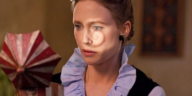 5 pha nhập vai thần hồn điên đảo ở phim kinh dị: Bà đồng The Conjuring chưa là gì so với nữ hoàng ghê rợn hành con gái ra bã! - Ảnh 4.