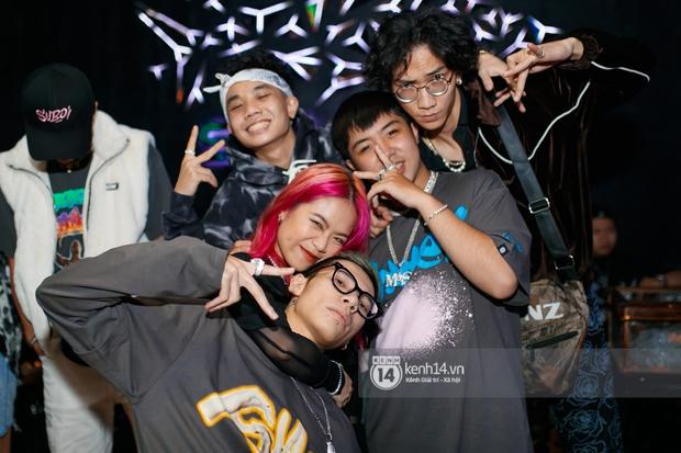 MCK - Tlinh rải cẩu lương từ hậu trường lên sân khấu, Gonzo bất ngờ xuất hiện để cổ vũ dàn thí sinh Rap Việt và King Of Rap - Ảnh 25.