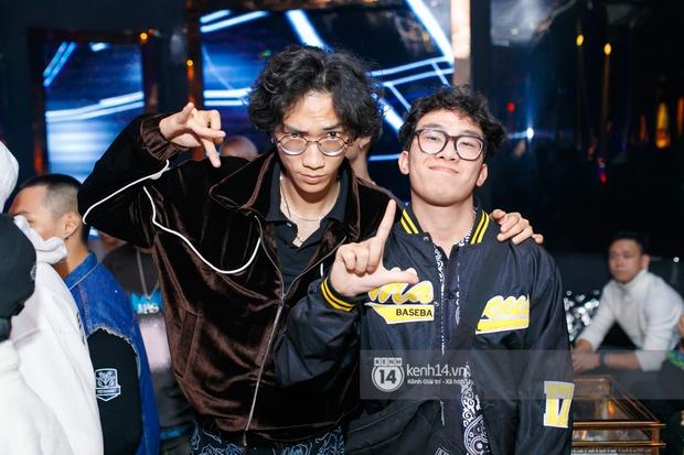 MCK - Tlinh rải cẩu lương từ hậu trường lên sân khấu, Gonzo bất ngờ xuất hiện để cổ vũ dàn thí sinh Rap Việt và King Of Rap - Ảnh 26.