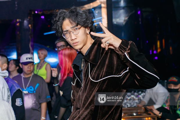 MCK - Tlinh rải cẩu lương từ hậu trường lên sân khấu, Gonzo bất ngờ xuất hiện để cổ vũ dàn thí sinh Rap Việt và King Of Rap - Ảnh 24.