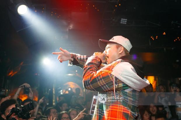 MCK - Tlinh rải cẩu lương từ hậu trường lên sân khấu, Gonzo bất ngờ xuất hiện để cổ vũ dàn thí sinh Rap Việt và King Of Rap - Ảnh 9.