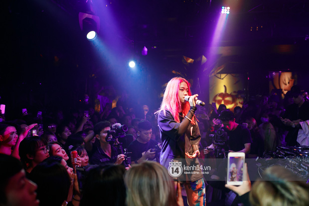 MCK - Tlinh rải cẩu lương từ hậu trường lên sân khấu, Gonzo bất ngờ xuất hiện để cổ vũ dàn thí sinh Rap Việt và King Of Rap - Ảnh 14.