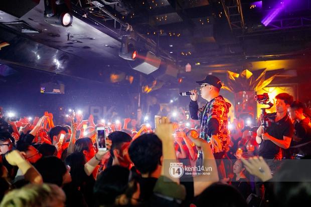 MCK - Tlinh rải cẩu lương từ hậu trường lên sân khấu, Gonzo bất ngờ xuất hiện để cổ vũ dàn thí sinh Rap Việt và King Of Rap - Ảnh 23.