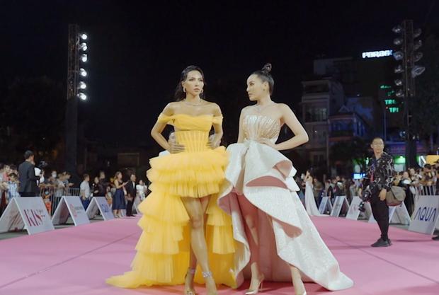 Kỳ Duyên hé lộ hậu trường thảm đỏ Chung kết Hoa hậu Việt Nam 2020, spotlight đổ dồn vào bộ trang sức trị giá 2 tỷ đồng - Ảnh 5.