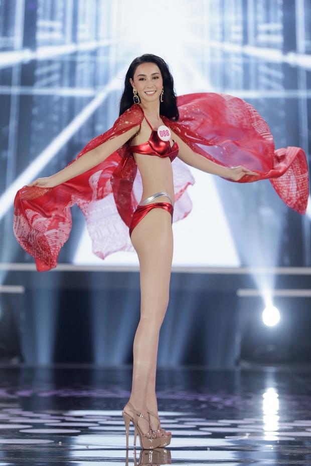 Những bộ áo tắm bị chê tả tơi tại các cuộc thi Hoa hậu, có bộ còn khiến thí sinh lộ hàng ngay tại chỗ - Ảnh 2.