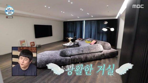 Kai (EXO) có nhà riêng sau 10 năm ở ký túc xá: Nội thất tối giản với 2 màu trắng - đen, sofa hơn 1,3 tỷ - Ảnh 2.