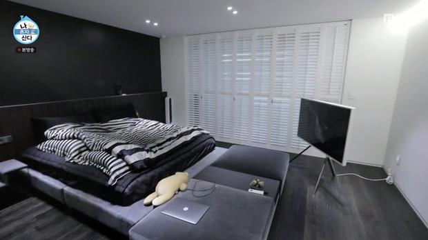 Kai (EXO) có nhà riêng sau 10 năm ở ký túc xá: Nội thất tối giản với 2 màu trắng - đen, sofa hơn 1,3 tỷ - Ảnh 4.