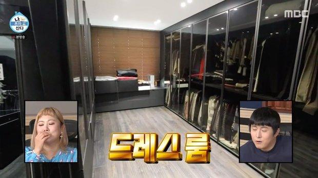 Kai (EXO) có nhà riêng sau 10 năm ở ký túc xá: Nội thất tối giản với 2 màu trắng - đen, sofa hơn 1,3 tỷ - Ảnh 5.