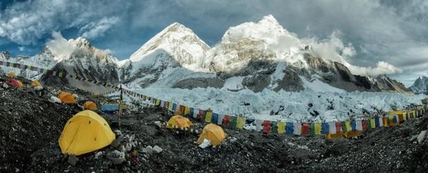 Khoa học phát hiện một sự thật đáng sợ đang hiện diện ở ngọn núi cao nhất thế giới: Tác động của con người lớn đến vậy rồi sao? - Ảnh 1.