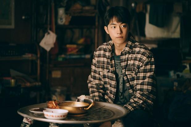 Hiếm lắm mới có tài tử Hàn để mặt mộc 100% lên phim: Dân tình sốc visual vì da căng mịn, mũi thẳng như cầu trượt - Ảnh 7.